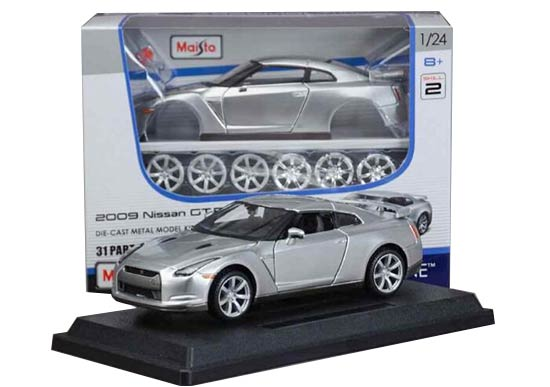 Silver 1:24 Scale Assembly Maisto Diecast 2009 Nissan GT-R