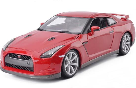 Red / White 1:18 Scale Bburago Diecast 2009 Nissan GT-R Model