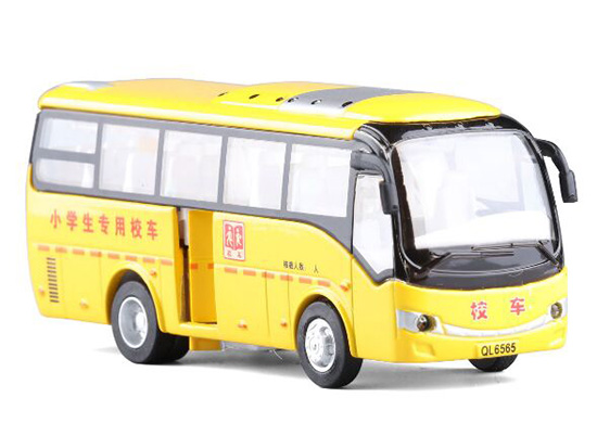 1:32 Scale Yellow Chinese Style School Bus Toy