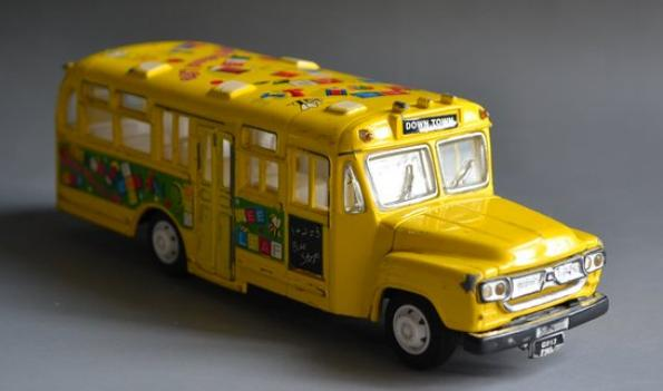 Second-hand Yellow Cartoon School Bus Toy