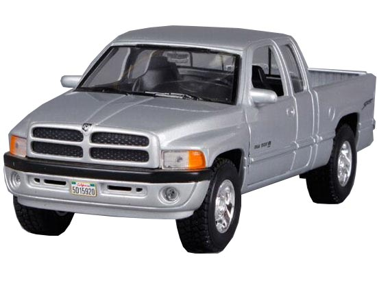 Red / Silver 1:24 Scale Welly Diecast Dodge RAM 1500 Pickup