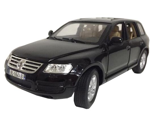 1:18 Scale Blue / Gray Bburago Diecast VW Touareg Model