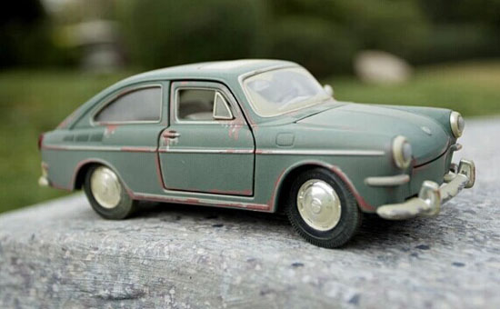 1:24 Scale Army Green Maisto DieCast 1967 VW 1600 Fastback Model