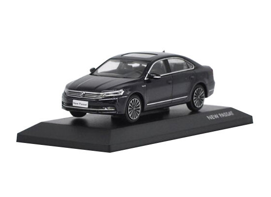1:43 Scale Golden / Black / Gray Diecast VW New Passat Model