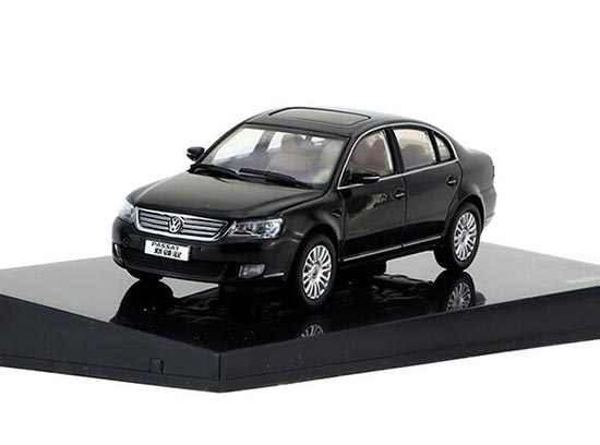 Silver / Black 1:43 Scale Die-Cast VW Passat Model