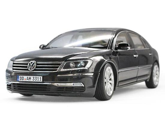 Black / Golden 1:18 Scale Welly Die-Cast VW Phaeton Model